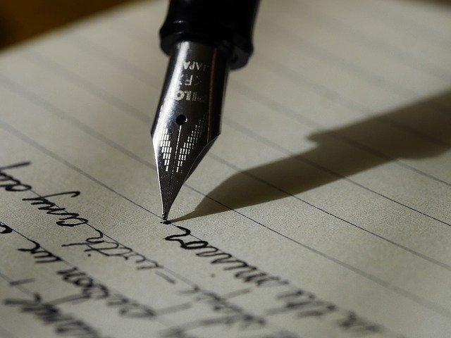 Ecriture au stylo sur papier ligné